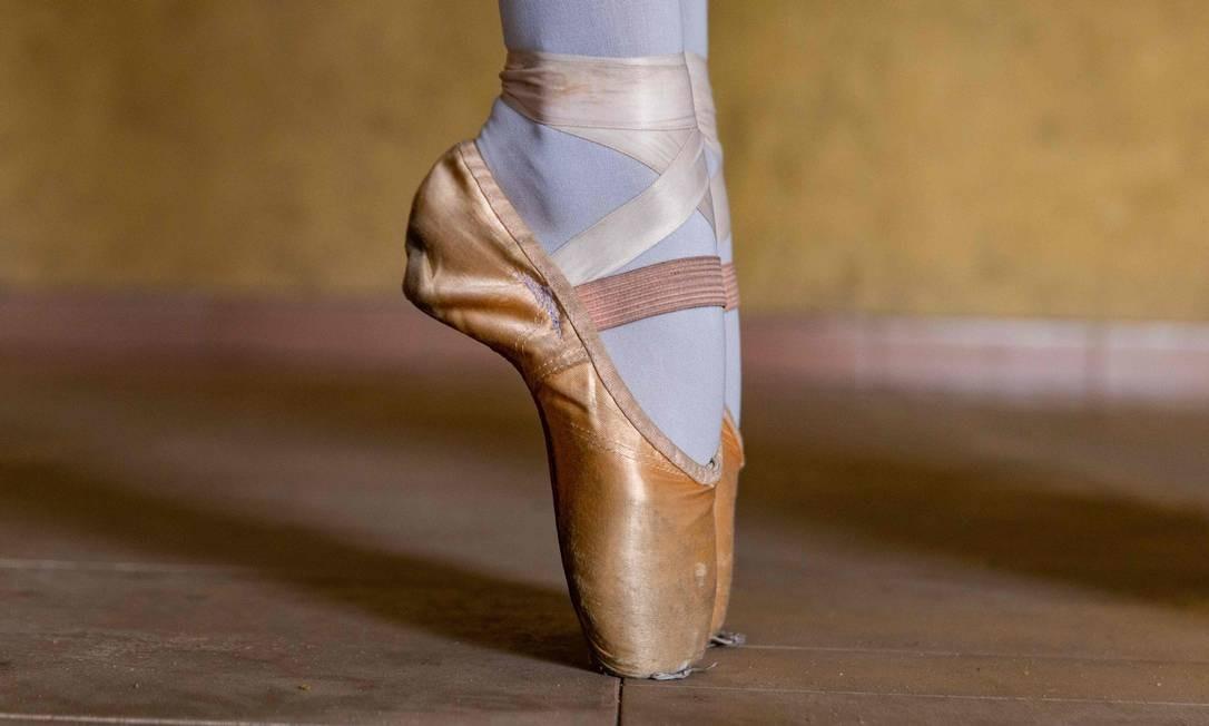 Tanto as aulas quanto os equipamentos são fornecidos gratuitamente às crianças da Leap of Dance Foto: BENSON IBEABUCHI / AFP