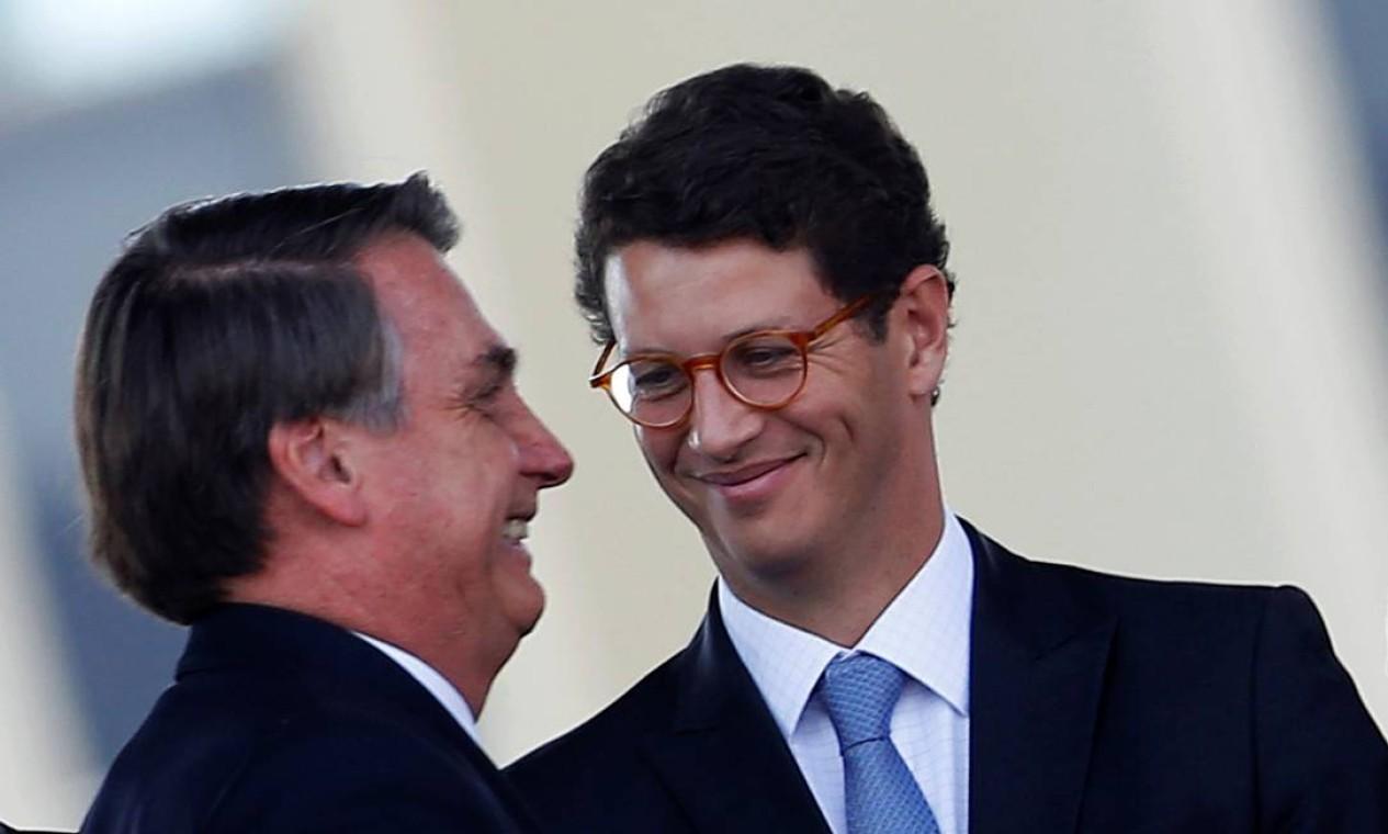 O ministro do Meio Ambiente e o presidente Jair Bolsonaro: Salles contava com apoio do presidente e da ala ideológica do governo Foto: ADRIANO MACHADO / Reuters