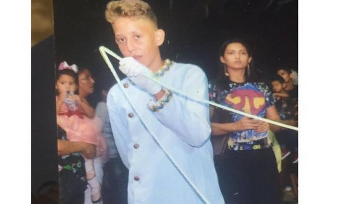 """""""Mizael (foto) nunca nos deu trabalho, era um menino que costumava brincar pelas galerias da escola"""", lamenta o diretor do colégio, Eudes dos Anjos Foto: Arquivo pessoal"""