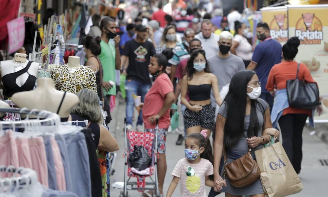 Rua da Alfândega, no Centro, após início da flexibilização do comércio Foto: Domingos Peixoto / Agência O Globo