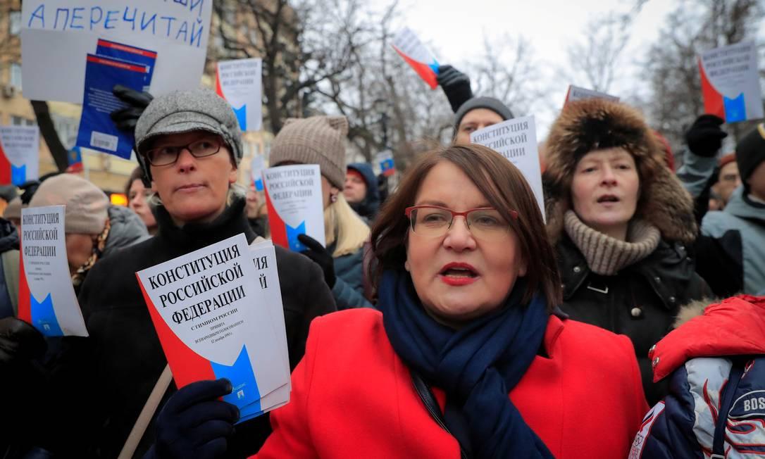 Yulia Galyamina durante campanha contra a reforma constitucional aprovada pelo governo russo: casa revistada Foto: TATYANA MAKEYEVA / REUTERS