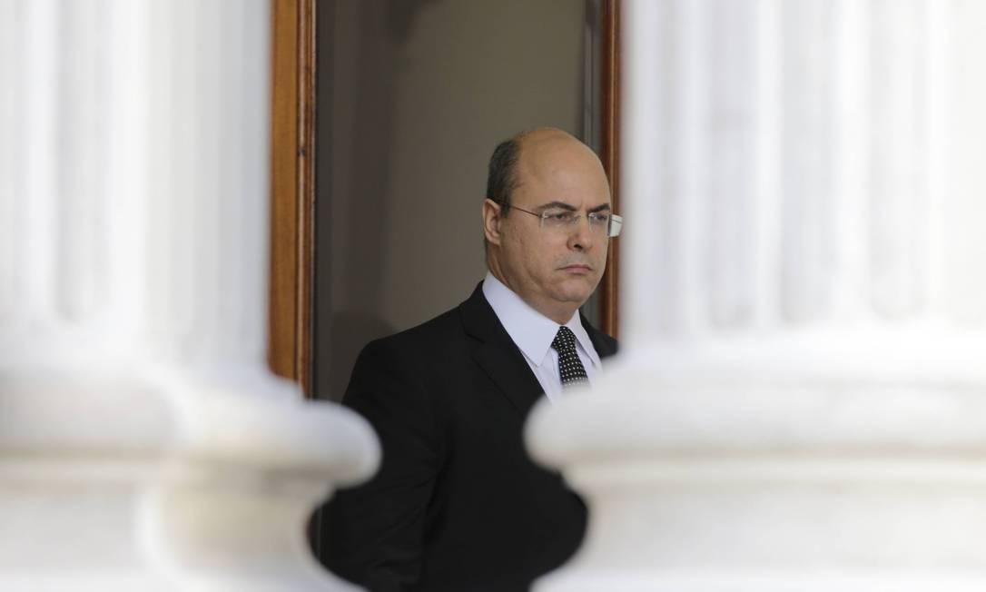 O governador Wilson Witzel durante operação de busca e apreenção no Palácio Laranjeiras, em maio Foto: Domingos Peixoto / Agência O Globo