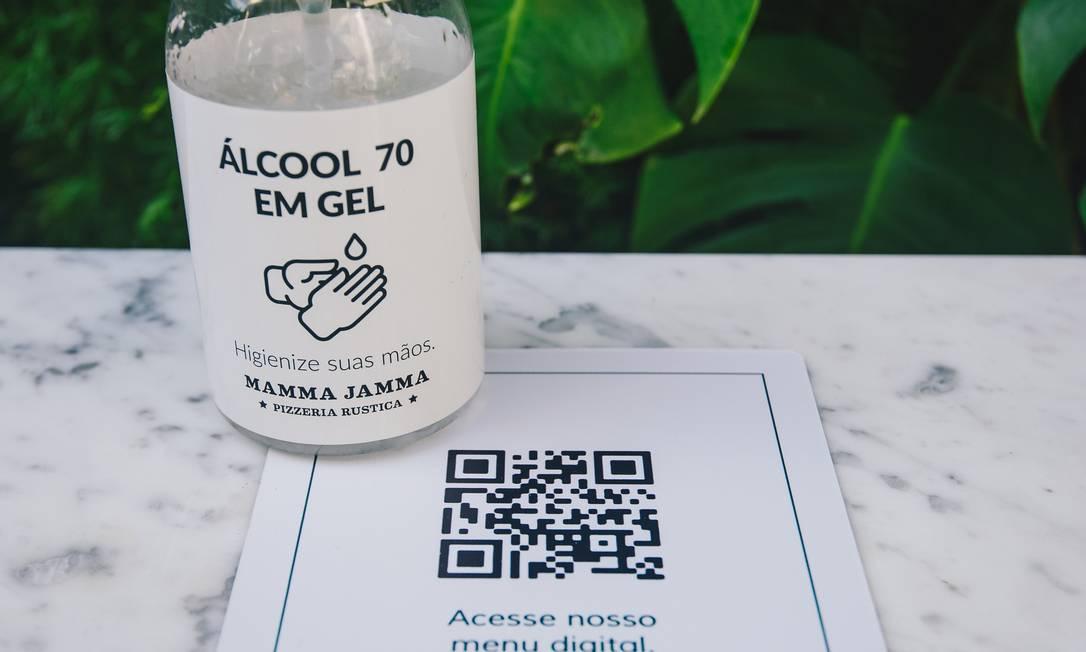 Entre as medidas já adotadas, a rede Mamma Jamma implantou cardápios em QR Code e disponibilizou álcool em gel Foto: Divulgação/Derek Mangabeira