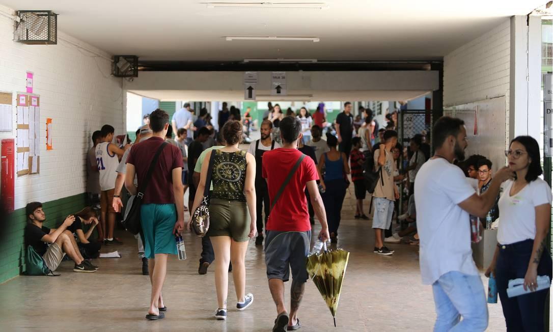 Para ter direito ao Fies, os alunos precisam tirar uma boa nota na prova do Enem. Foto: Jorge William / Agência O Globo