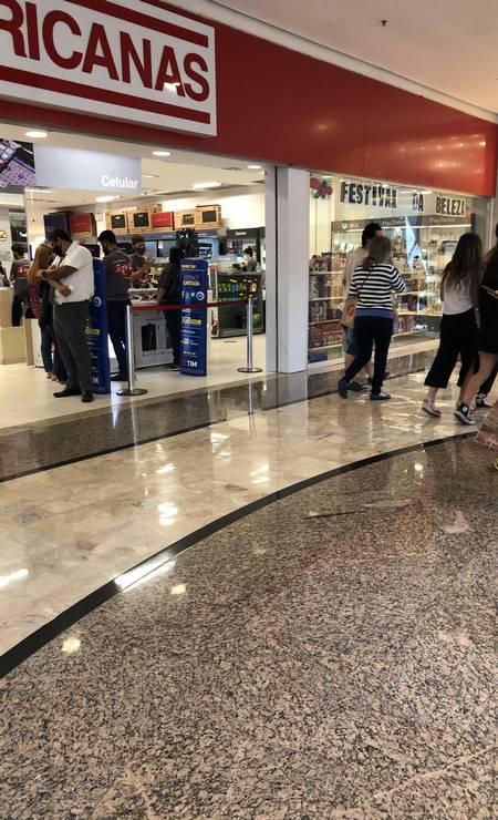 No BarraShopping. alguns pontos em grandes lojas causam pequenas aglomerações de clientes Foto: Danilo Perelló