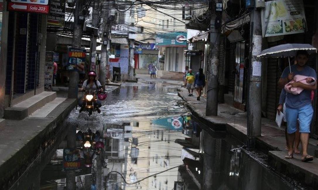 """Rua do Amparo, em Rio das Pedras, é conhecida como a """"Veneza carioca"""" por causa dos alagamentos Foto: Fabiano Rocha/27.11.2018"""