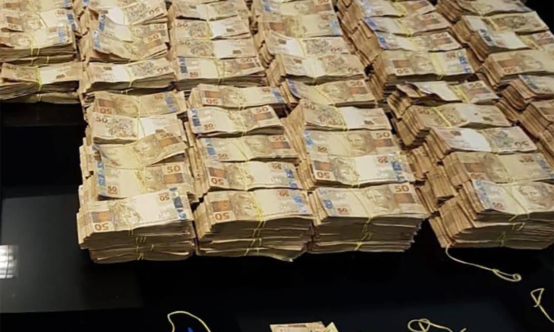 Valor apreendido em operação chegou a R$ 8,5 milhões em reais, dólares, euros e libras Foto: Agência O Globo