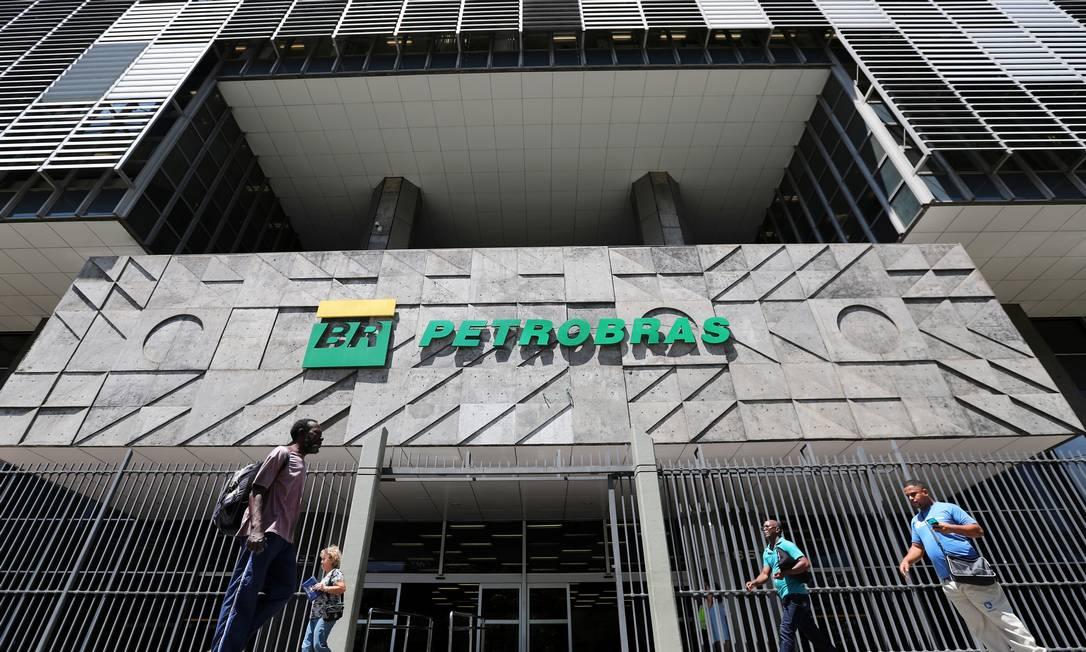 Sede da Petrobras: estatal concentra esforços em ativos mais rentáveis, como a exploração do pré-sal. Mudança deve aumentar concorrência para fornecedores e abrir oportunidades de investimento no setor privado Foto: Sergio Moraes / Reuters