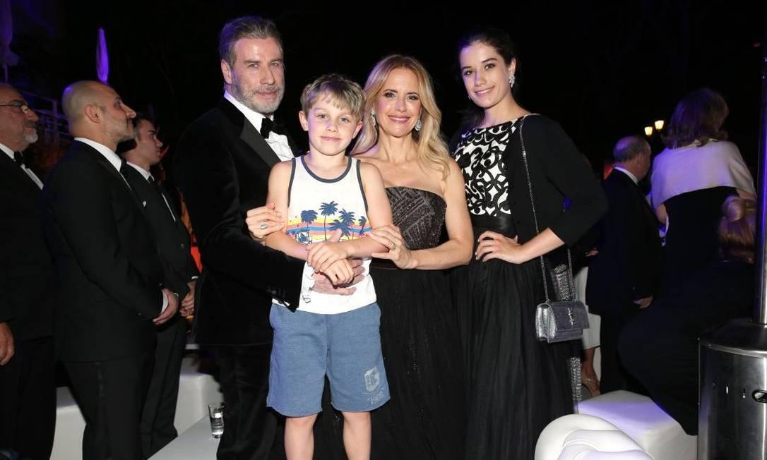 A família Travolta: John, Kelly, Ella e Benjamin Foto: Gisela Schober / Getty Images