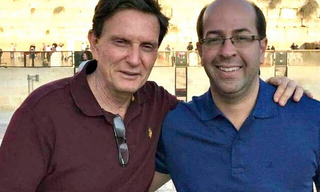O prefeito do Rio, Marcelo Crivella, com o empresário Rafael Alves Foto: Reprodução