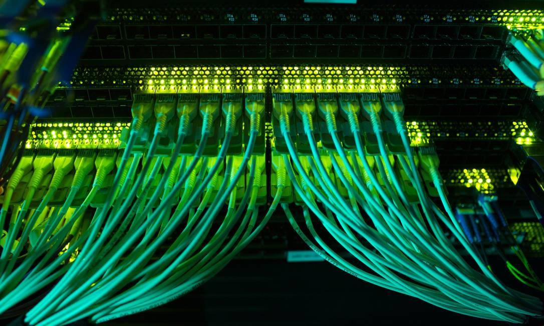 Tráfego de dados. Expertise brasileira em golpes virtuais agora é exportada Foto: Bloomberg Creative Photos / Bloomberg