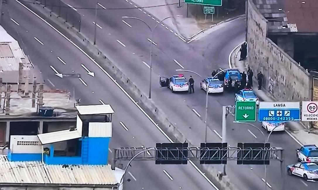 O trânsito foi interrompido na Linha Amarela Foto: TV Globo / Reprodução