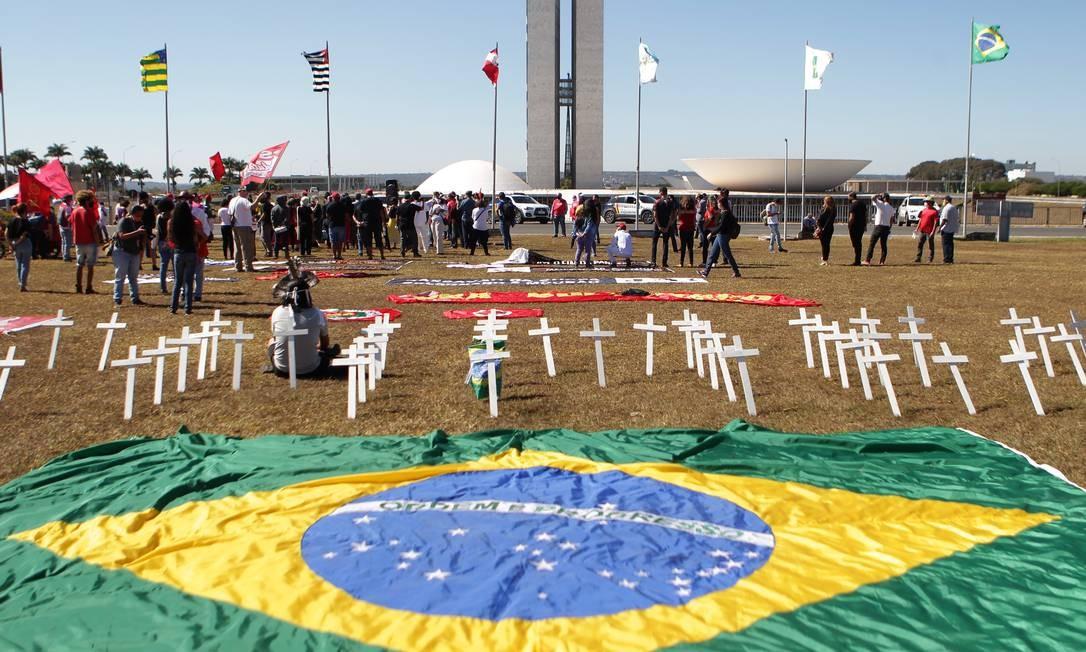 Ato ocupou o gramado em frente ao Congresso Nacional, em Brasília Foto: Jorge William / Agência O Globo