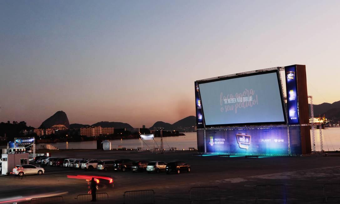 O Cine Drive In tem o visual deslumbrante da Baía de Guanabara Foto: Divulgação/Berg Silva