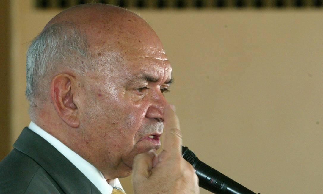 """Severino Cavalcanti ficou 217 dias no comando da Casa, mas renunciou no dia 21 de setembro de 2005 tanto ao cargo quanto a seu mandato parlamentar. Pesavam contra ele a acusação de recebimento de propina de R$ 10 mil mensais para prorrogar a concessão de duas lanchonetes da Câmara. A mesada ganhou o apelido de """"mensalinho"""" Foto: Hans Von Manteuffel / Agência O Globo - 21/04/2005"""