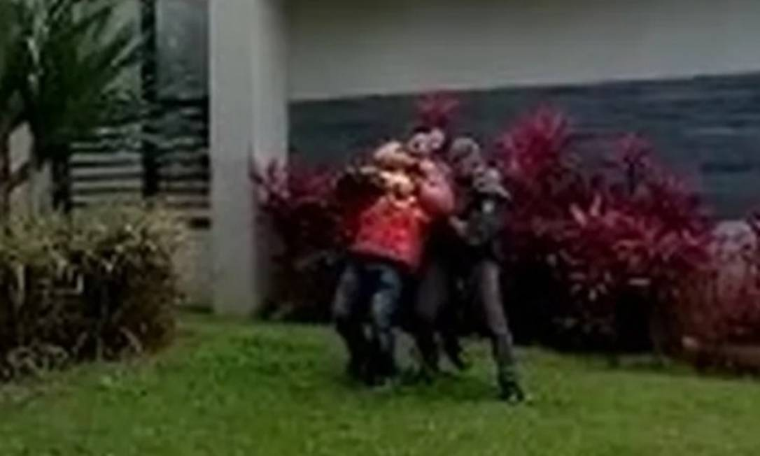 Motoboy afirma ter sido agredido e sufocado por PMs na Avenida Rebouças, em SP Foto: reprodução G1