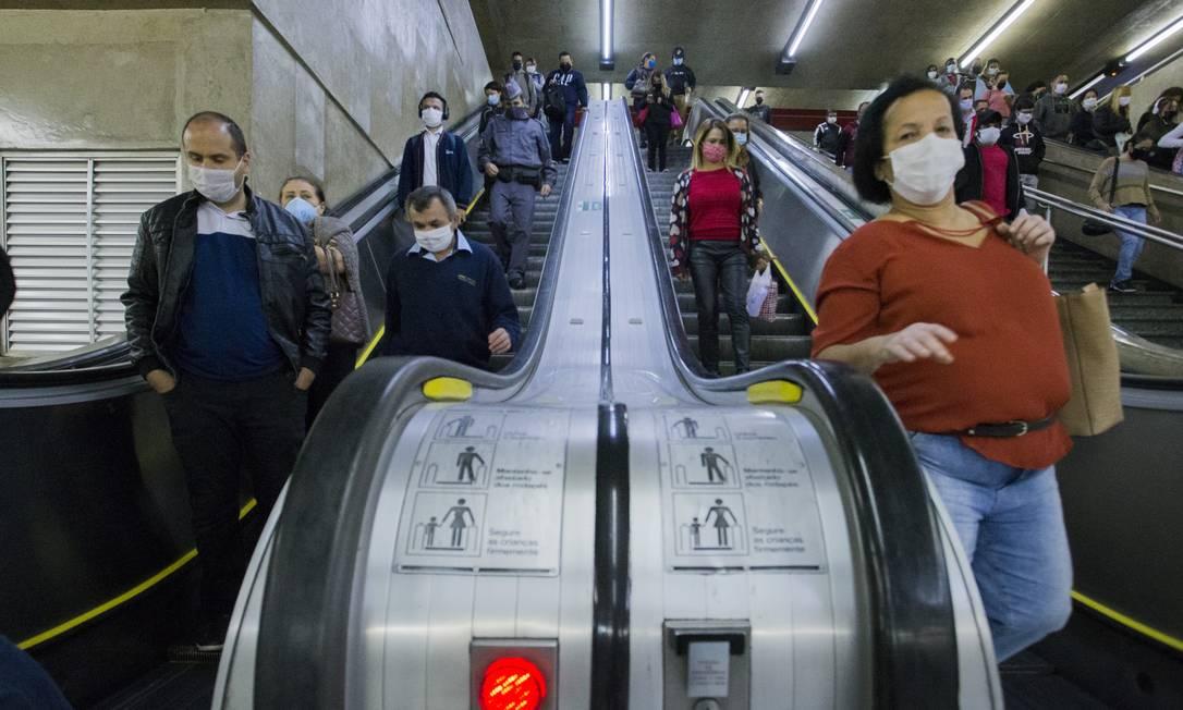 Uso de máscaras de proteção contra o coronavírus no transporte público de São Paulo Foto: Edilson Dantas / Agência O Globo