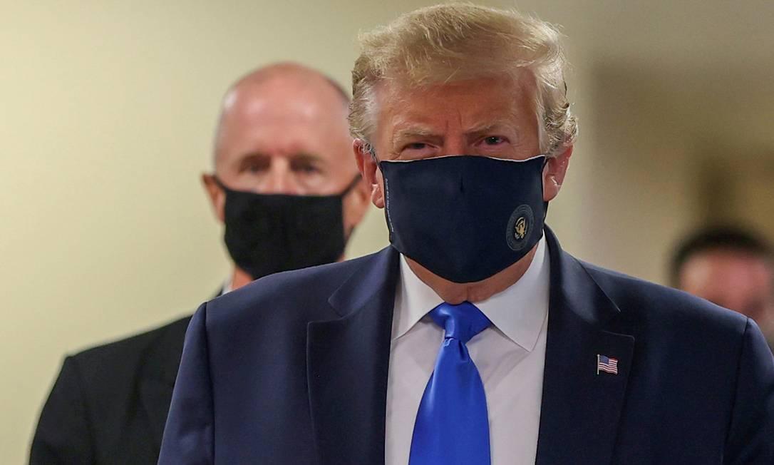 Donald Trump aparece usando máscara, após meses discordando das autoridades médicas Foto: TASOS KATOPODIS / Reuters/11-07-2020