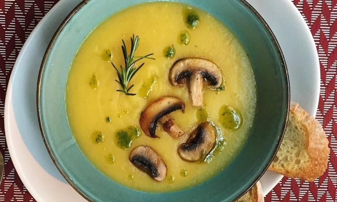 Frédéric Epicerie. Sopa de baroa com cogumelos, apenas para entrega e retirada: R$ 22 (98011-9009) Foto: Divulgação