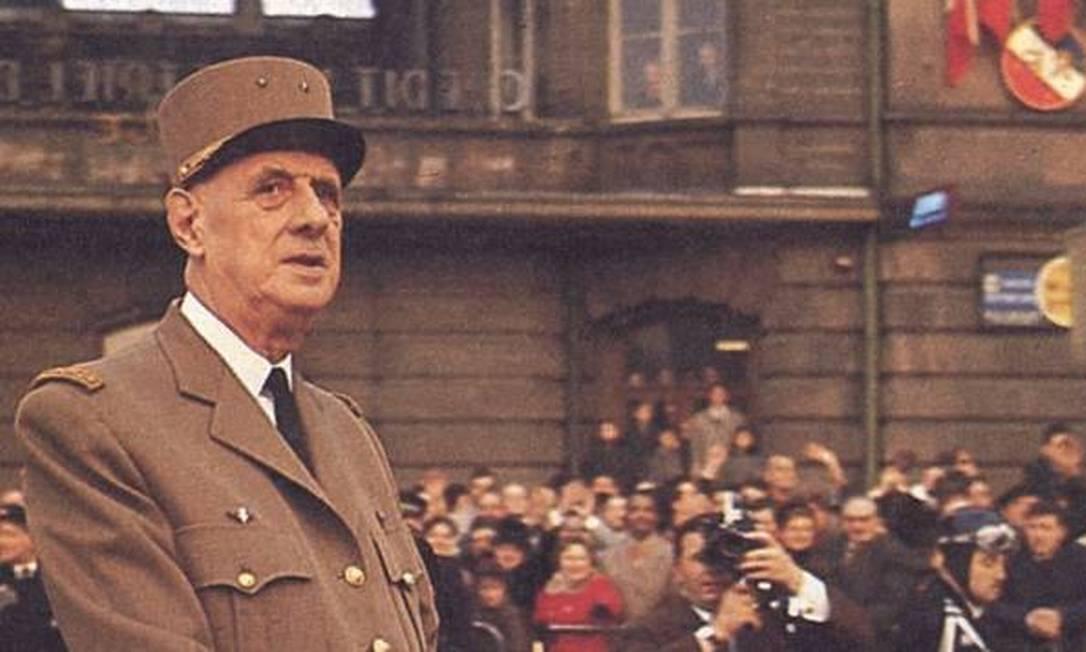 Herói da Resistência. Charles de Gaulle desfilando em Paris em 1958 Foto: Keystone