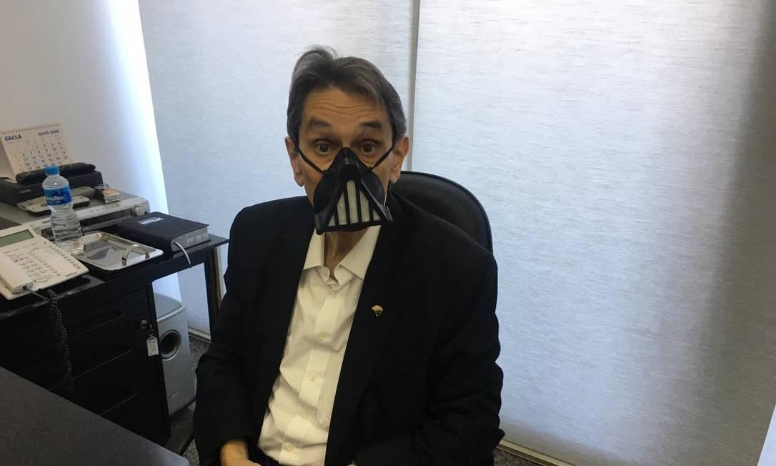 Roberto Jefferson em Brasília: chocolates, máscara de Darth Vader e desenhos de leões Foto: Coluna Guilherme Amado/Agência O Globo