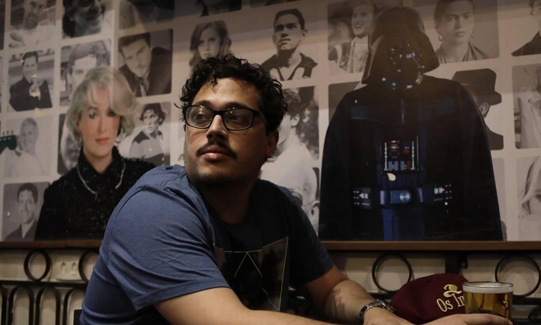 Rômulo Torres Pereira, dono do bar 'Os Imortais', em Copacabana, Zona Sul do Rio, está tendo dificuldades de conseguir empréstimos pelo Pronampe Foto: Luiza Moraes / Agência O Globo