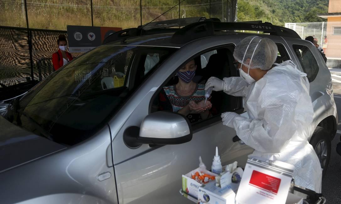 Prefeitura de Niterói iniciou testes rápidos de Covid-19 no modelo drive-thru Foto: Fabiano Rocha / Agência O Globo