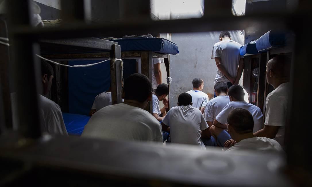 Detentos no presídio Ary Franco: tráfico de drogas motiva 26% das prisões no país. No recorte feminino, essa proporção sobe para 62% Foto: Daniel Marenco / Agência O Globo