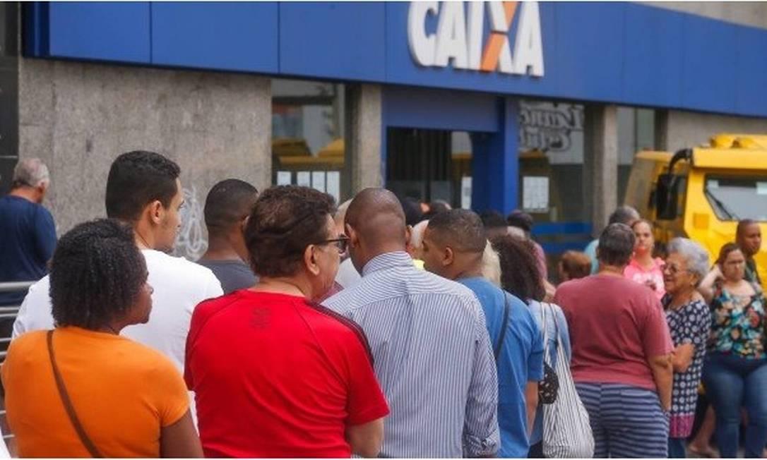 Caixa vai abrir as agências no sábado, dia 25 Foto: Marcelo Régua/Agência O Globo