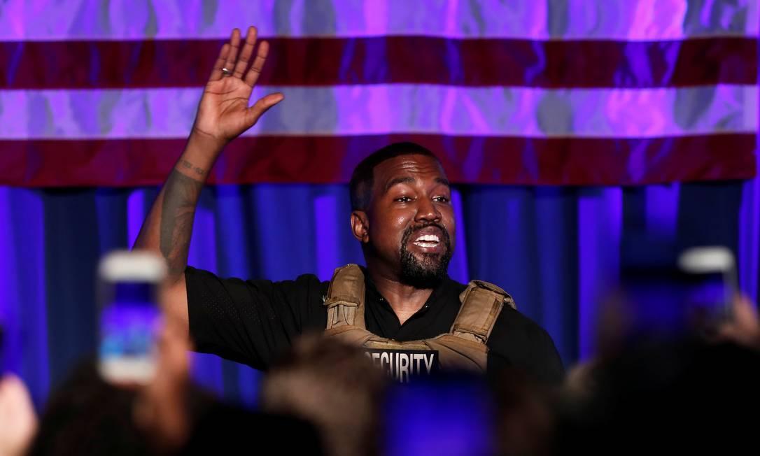 O rapper Kanye West, em seu primeiro comício da campanha presidencial, domingo, em North Charleston, na Carolina do Sul Foto: RANDALL HILL / REUTERS