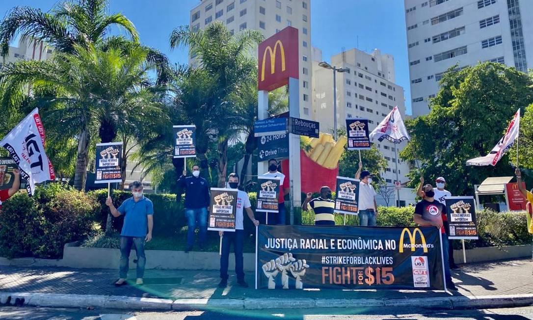 Protesto contra racismo em lojas da rede McDonald's realizado em São Paulo Foto: Divulgação / UGT