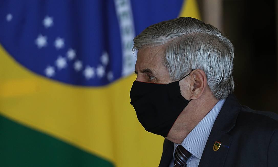O ministro do GSI, Augusto Heleno, após reunião do Conselho da Amazônia Foto: Jorge William/Agência O Globo/15-07-2020
