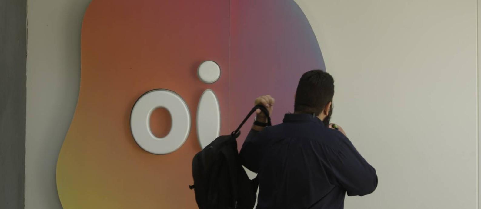 Negócio de telefonia móvel da Oi estava na mira de consórcio formado por Vivo, Tim e Claro Foto: Gabriel de Paiva / Agência O Globo