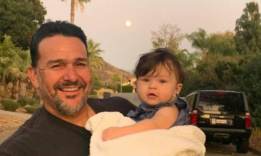 Emmanuel Cafferty comemorou com as filhas e os netos o emprego — que perdeu depois de cancelamento no Twitter Foto: Arquivo pessoal