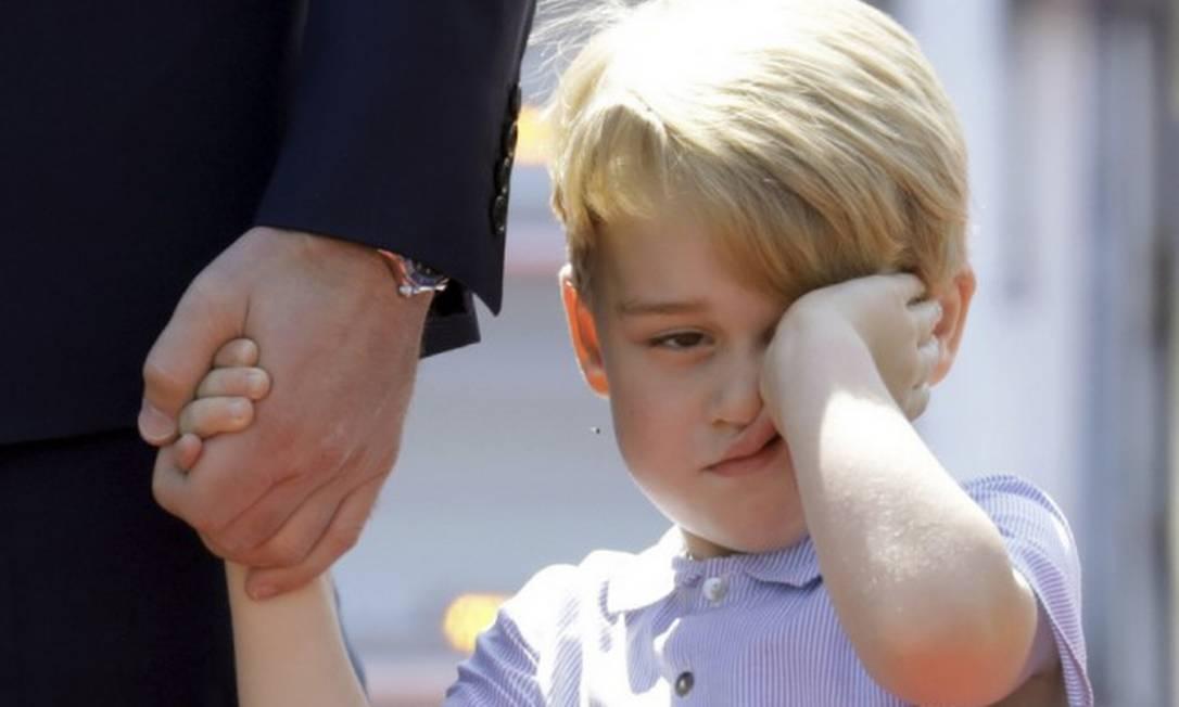 O tédio de George rendeu esse superclique durante a viagem da família à Alemanha em 2017 Foto: Kay Nietfeld / AP