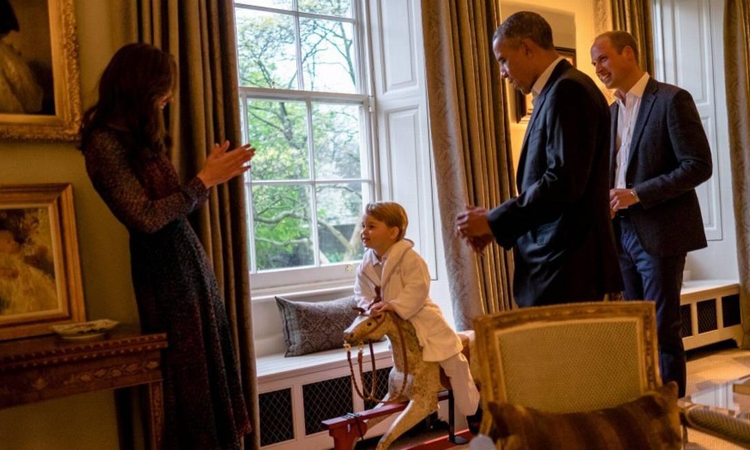 À vontade, de roupão, para conhecer o presidente dos Estados Unidos em 2016, Barack Obama Foto: Reuters