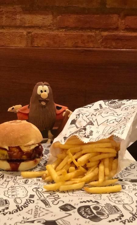 Caverna. O hambúrguer clássico ganhou uma versão menor, o Caverninha Foto: Divulgação
