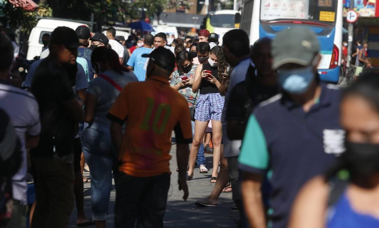 Beneficiários precisaram buscar atendimento para liberar pagamento bloqueado a partir de fraudes quea tingiram mais de 1,3 milhão de pessoas Foto: Fabiano Rocha / Agência O Globo