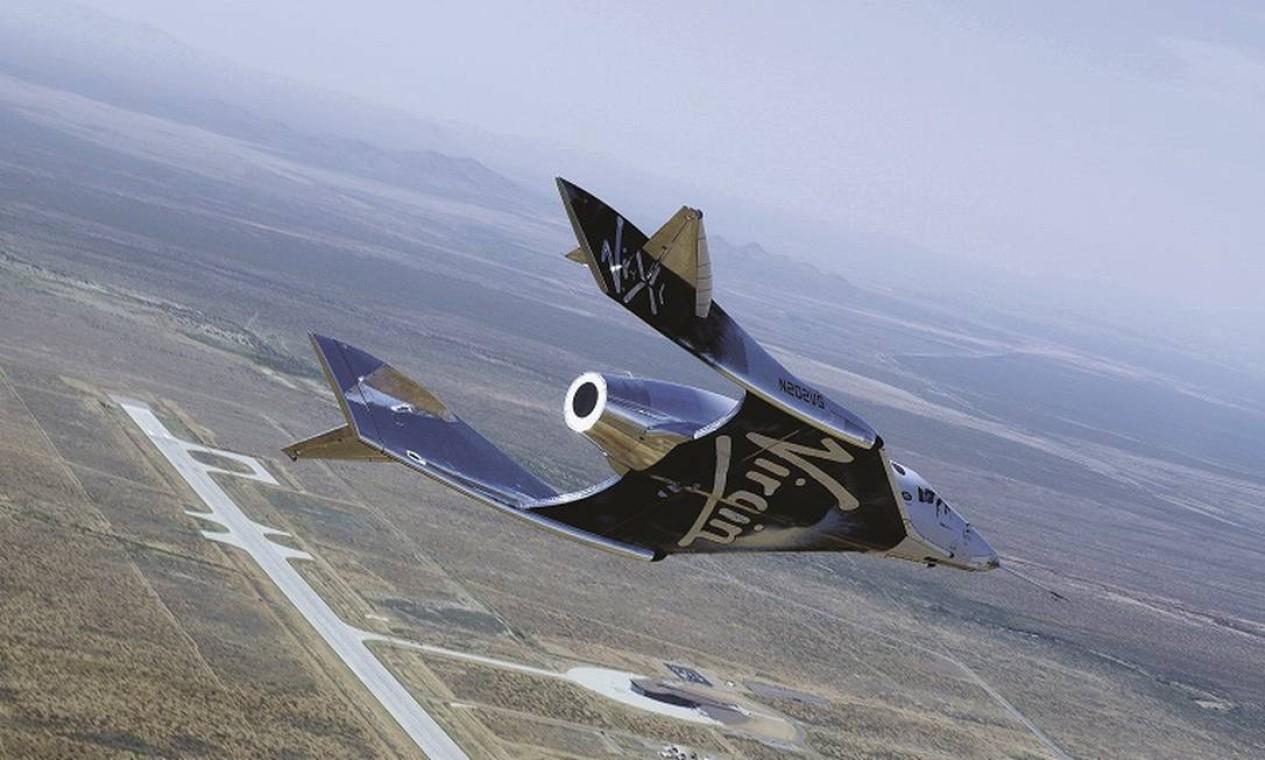 O método usado pela Virgin Galatic para levar Branson e a tripulação ao espaço começou com um avião acoplado à nave SpaceShip Two Unity. O avião de dupla fuselagem levou a espaçonave a uma altitude de cerca de 45 mil pés, onde foi lançada Foto: Virgin Galactic / Divulgação