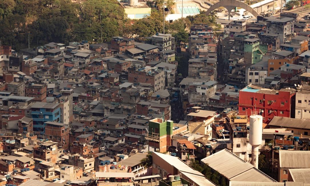 Favela da Rocinha, na Zona Sul: coletivos acreditam que há mais mortes na comunidade do que consta nos dados oficiais Foto: Roberto Moreyra / Agência O Globo