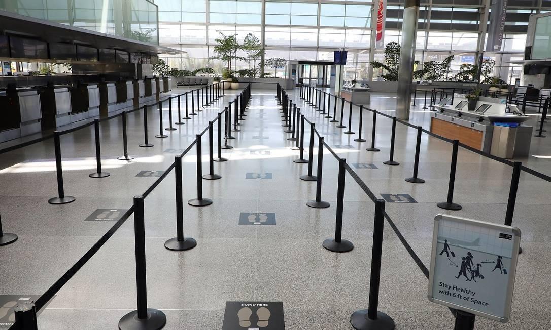 Um terminal quase deserto do San Francisco International Airport, durante o feriado do Memorial Day, em maio deste ano, uma das datas que costumavam registrar mais movimento de viajantes nos Estados Unidos Foto: Jim Wilson / The New York Times