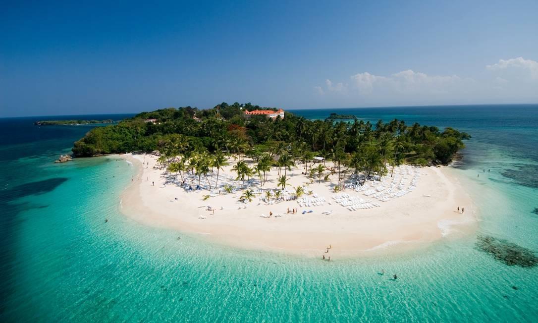 Praia em Cayo Levantado, na República Dominicana: país é o principal destino de brasileiros no Caribe Foto: Ministério do Turismo da República Dominicana / Divulgação
