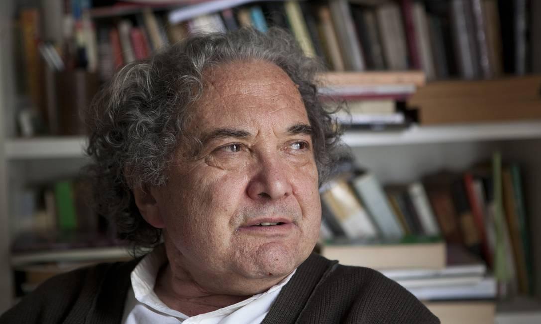 O escritor argentino Ricardo Piglia, autor do romance 'Respiração artificial' Foto: Ricardo Ceppi / Getty Images