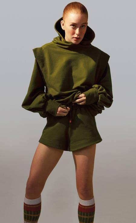 Marina usa blusa e short ambos Ginger; marca da atriz tem foco na sustentabilidade Foto: Fernando Tomaz