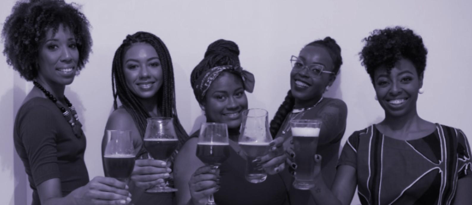 O Pretas Cervejeiras é formado por Maria Eduarda Vitorino, 28, Juliana Barauna, 33, Lorena Coimbra, 31, Jaciana Melquiades, 36, Stefani Nascimento, 28, e Thayná Trindade, 31 Foto: Arquivo Pessoal