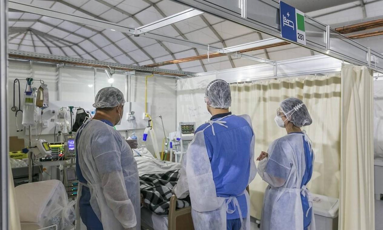 Os hospitais de campanha privados do Rio contam com a mesma infraestrutura de alta complexidade das unidades Rede D'Or São Luiz. O Lagoa-Barra foi inaugurado quando havia 1200 na la de espera Foto: Marco Sobral / G.LAB