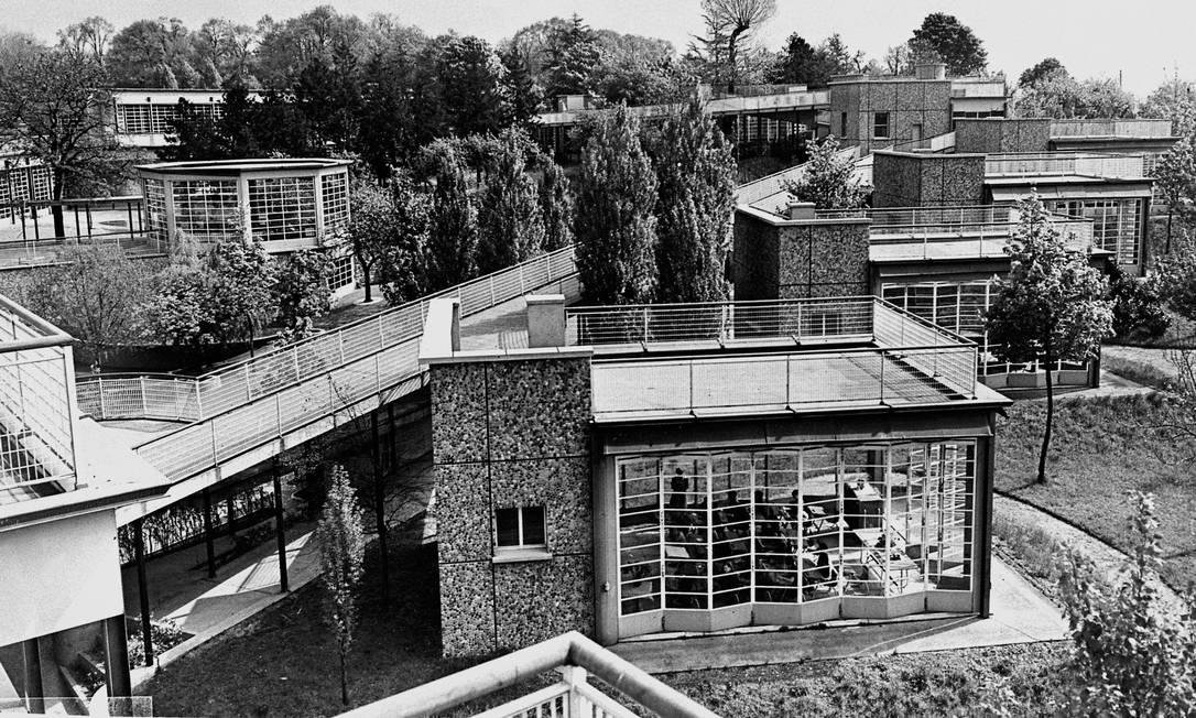 """As """"escolas ao ar livre"""", construídas nos anos 1930 em Suresnes, França, são exemplo de arquitetura antipandêmica Foto: AFP"""