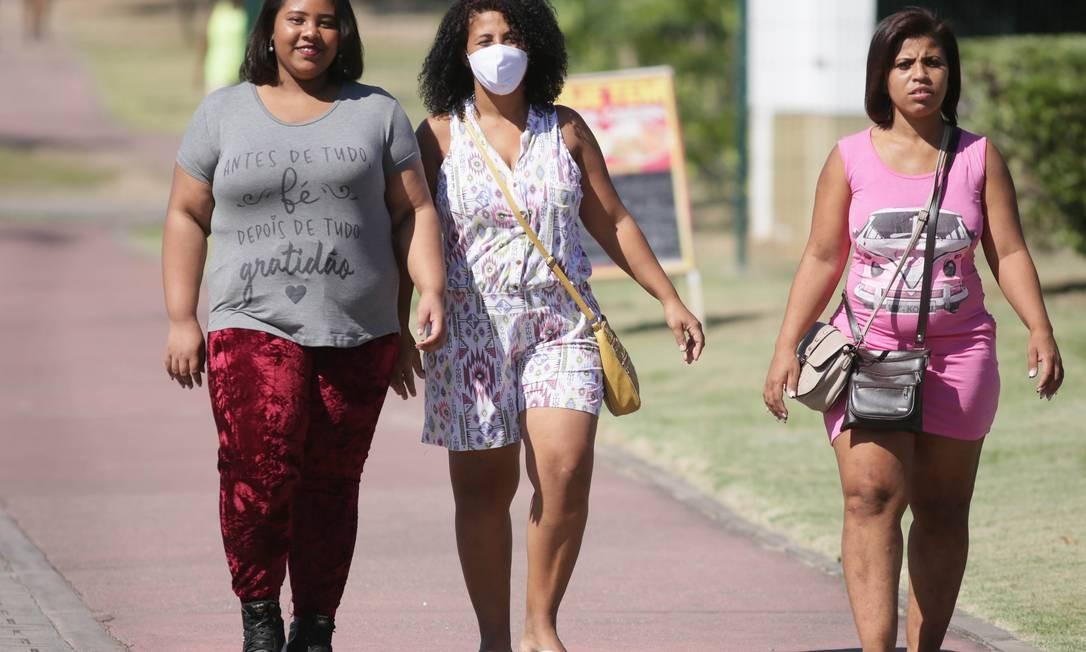 Nem todos respeita a determinação de usar máscara na cidade Foto: Cléber Júnior / Agência O Globo