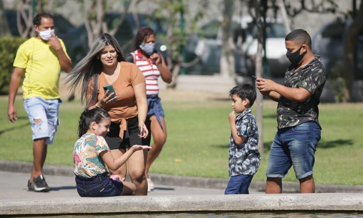 Alguns frequentadores aparecem sem máscara Foto: Cléber Júnior / Agência O Globo