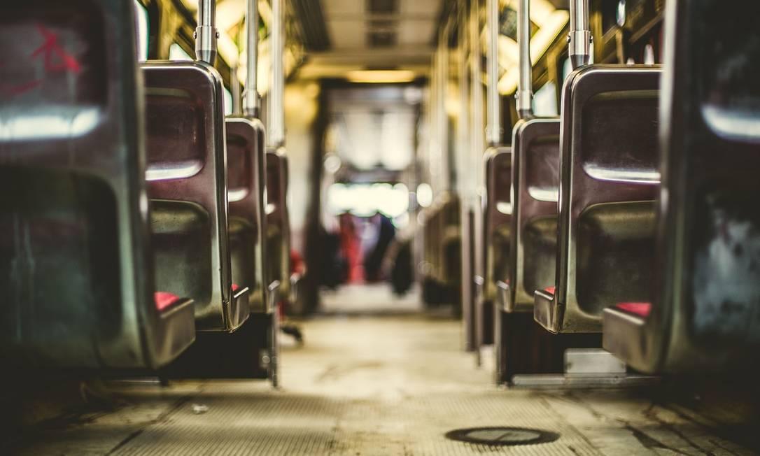"""Na nova modalidade, passageiros assinalam o trajeto no celular e um """"micro-ônibus Uber"""" vem pegá-los Foto: Pixabay"""